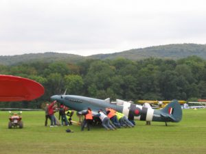 Oldtimer Fliegertreffen Hahnweide - Spitfire steckt fest